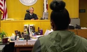 Tribunal nos Estados Unidos recupera jovens condenados por crimes leves