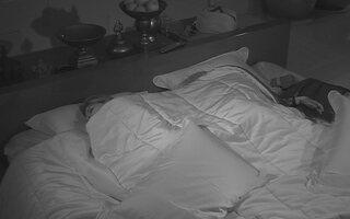 Clara e Vanessa dormem juntas no Quarto do Líder - BBB14 - Catálogo de Vídeos