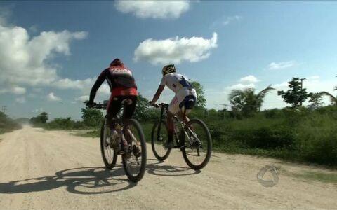 Atletas de elite do mountain bike desbravam trilhas no Pantanal