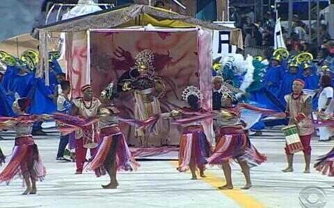 Veja o compacto do desfile da escola Samba Puro