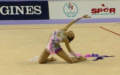 Margarita Mamun, da Rússia,  é campeã mundial na fita