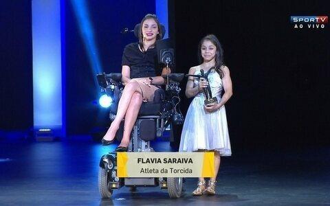 """Em homenagem, Lais Souza anuncia ginasta Flávia Saraiva como """"Atleta da Torcida"""" 2014"""