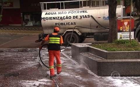 SLU reusa água para limpar ruas de BH após folia