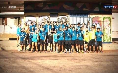 Acompanhe um grupo de corrida com o cantor Seu Jorge pelo bairro Santa Teresa, no Rio