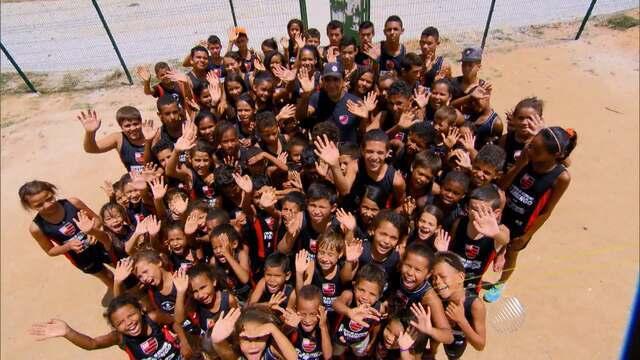 Conheça a história de uma escolinha de atletismo que leva esperança para um povoado baiano