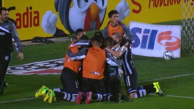O time do Vozão comemora seu segundo gol.