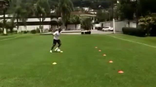 BLOG: Valencia e Victor Ferraz treinam com bola e ficam perto de esvaziar DM; assista