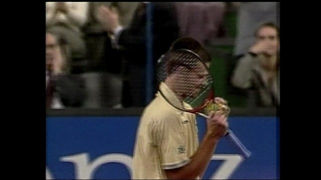 Em 2000, Guga vence Sampras na semifinal da Masters Cup