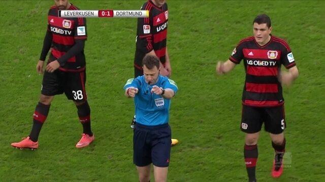 BLOG: Após reclamação de técnico, árbitro para jogo por 10 minutos no Alemão