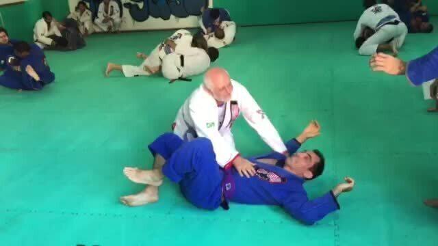 Com 72 anos, faixa azul de jiu-jítsu é exemplo e inspiração aos mais jovens