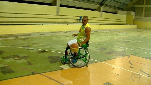 Jogador de basquete pernambucano Edjúnior defende seleção na Paralimpíada
