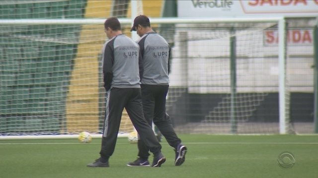 Figueirense tem semana difícil de derrotas em campo e no tribunal
