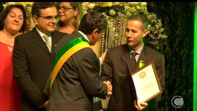 Giuliano Ramos recebe homenagem com a Medalha do Mérito Renascença