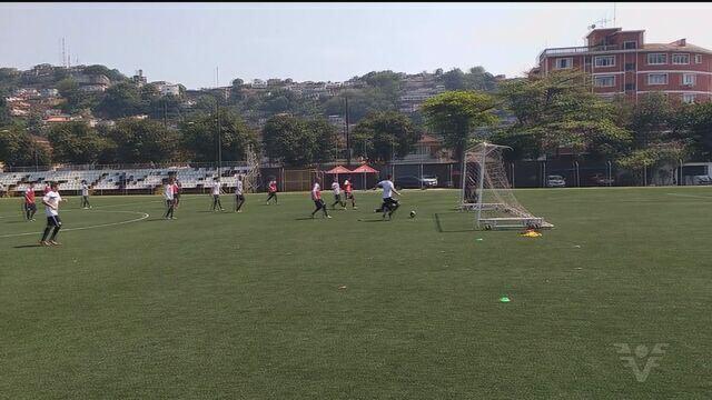 Jogadores do Santos B se reapresentam no CT Rei Pelé
