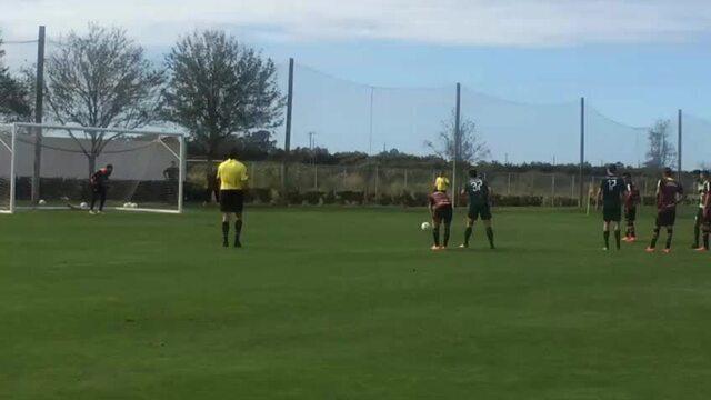 Cueva marca gol, de pênalti, no jogo-treino entre São Paulo e Boca Raton