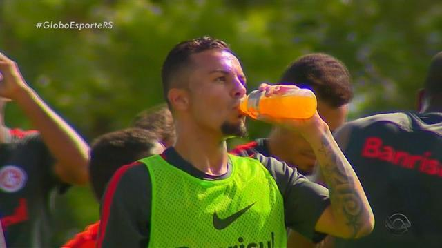 Anunciado pelo Inter, Alemão faz treino com bola e recebe elogio