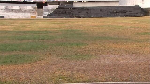 No Campeonato Pernambucano, alguns gramados sofrem críticas por má conservação