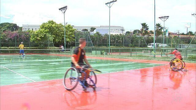 Seleção júnior de tênis em cadeira de rodas treina em Fortaleza