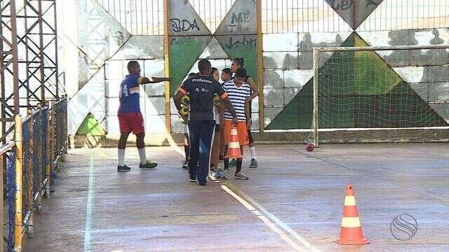 Em Aracaju, alunos se dedicam ao handebol e com um sonho