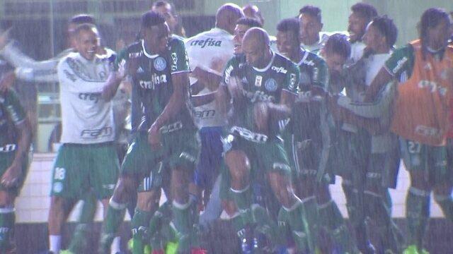 """BLOG: Em 2'23"""", Palmeiras vira o jogo contra o Santos; confira a narração em inglês"""