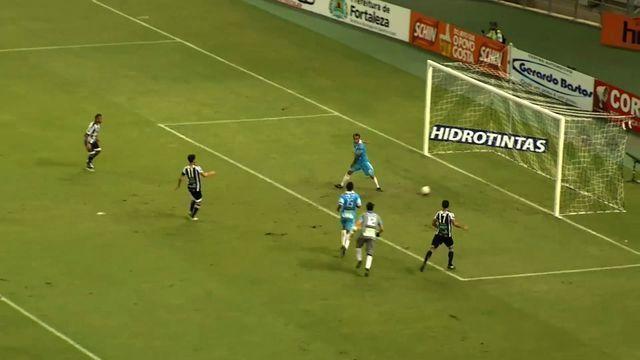 Goool do Ceará! Magno Alves recebe dentro da área e marca o gol 100 pelo Ceará