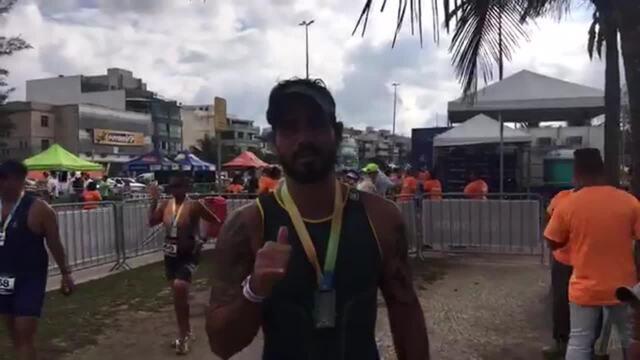 Ator Juliano Cazarré completa primeira prova de triatlo