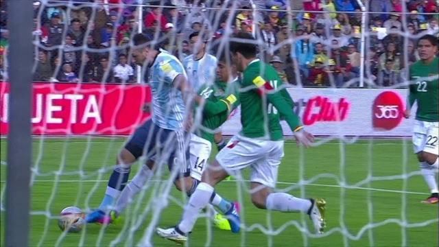 BLOG: Edgardo Bauza caiu… literalmente, antes da derrota Argentina para a Bolívia
