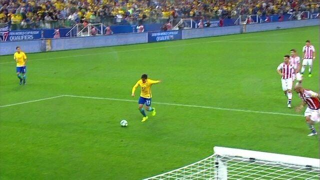Coutinho acha Fágner, que solta a bomba pra defesa de Silva, aos 37' do 2º tempo