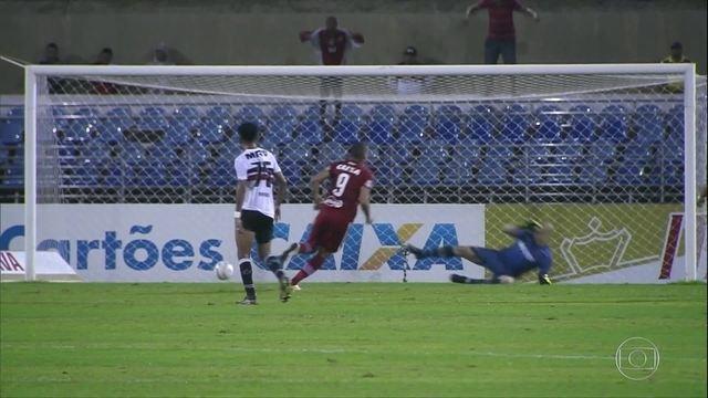 Em Maceió, Santa Cruz perde a primeira na Série B