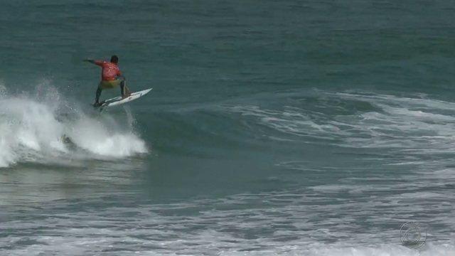 Elivelton Santos está na terceira fase do ISA Games de Surfe, na França