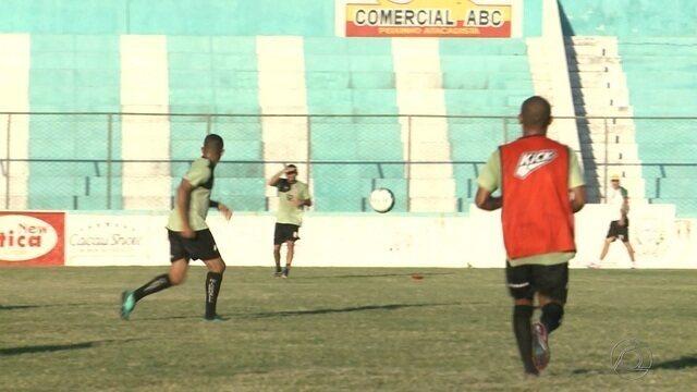 Na Bahia, Sousa treina para a partida deste sábado contra a Juazeirense