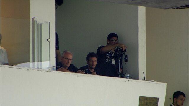 Suspenso, Dorival Júnior vê jogo do Santos contra o Cruzeiro em camarote na Vila Belmiro