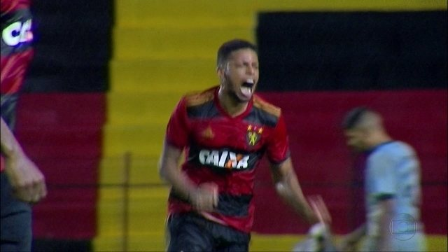 Sport consegue virar para cima do Grêmio e sobe na tabela