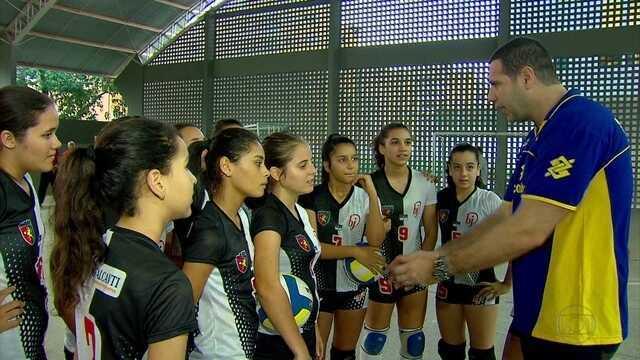 No Recife, Marcelo Negrão deu clínica a jovens atletas de vôlei