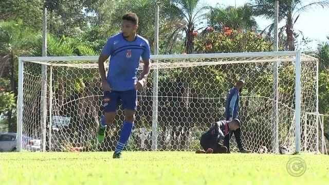 Penapolense treina de olho na estreia da Copa Paulista