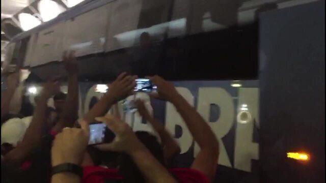 Flamengo é recebido com festa na chegada a Salvador