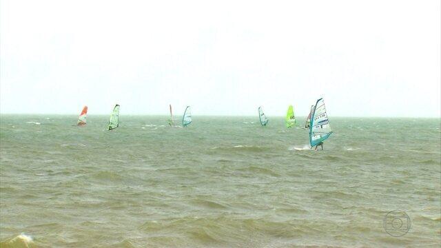 Itamaracá recebe Campeonato Brasileiro de Windsurfe, e os fortes ventos surpreendem