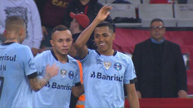 Gol do Grêmio! Pedro Rocha dribla Weverton e marca aos 34' do 2° tempo