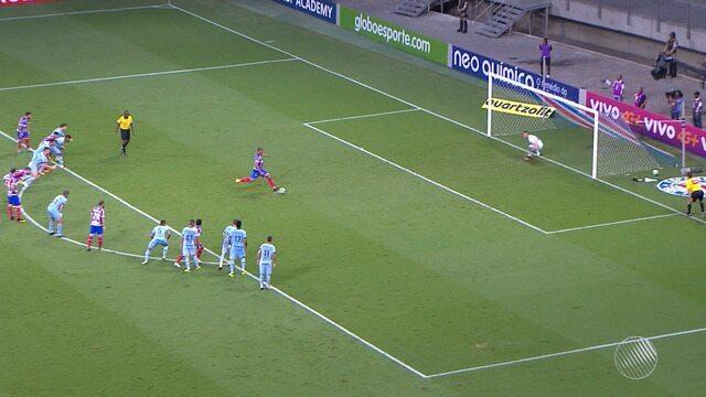 No sufoco, Bahia vence o Grêmio com gol de pênalti marcado no ultimo minuto
