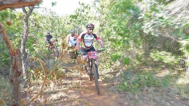 Ciclistas disputam prova de aventura no cerrado em Campo Grande