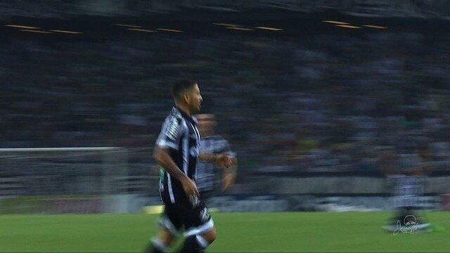 Ceara bate o Paraná na Arena Castelão e segue no G-4
