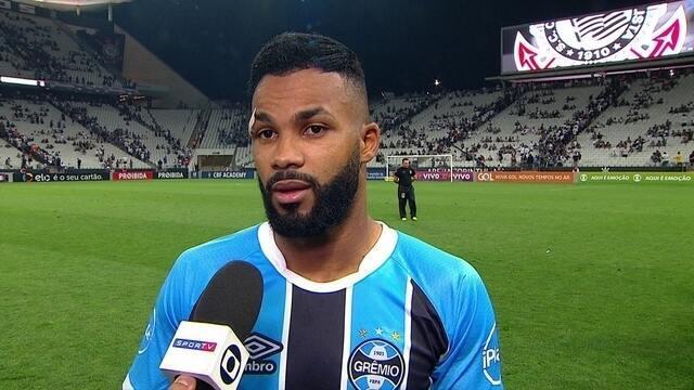 """Fernandinho fala da dificuldade em finalizar contra o Corinthians: """"Jogo estudado"""""""