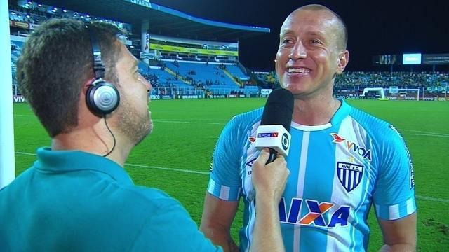 Marquinhos comemora vitória do Avaí sobre o Palmeiras