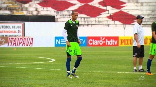 Fortaleza acerta contratação do volante Derley, ex-Santa Cruz