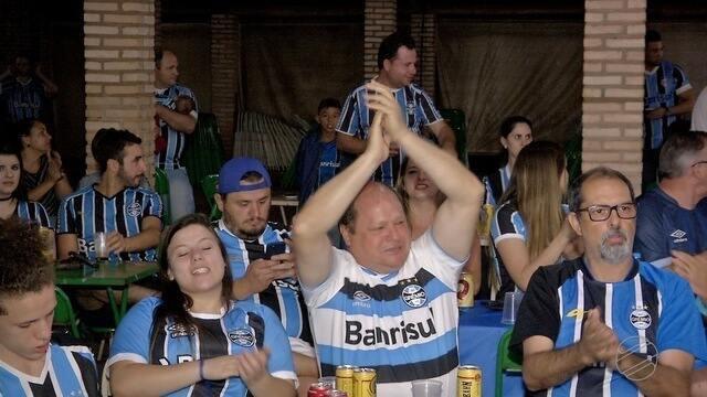 Torcedores comemoram com estilo a vitória do Grêmio em Campo Grande