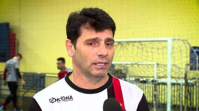 Vander Iacovino e Fernando Malafaia disputam o prêmio de melhor técnico da LNF