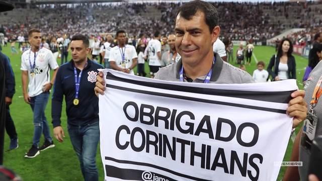 Vai, Corinthians - Jogadores levantam a Taça e falam sobre a conquista do título
