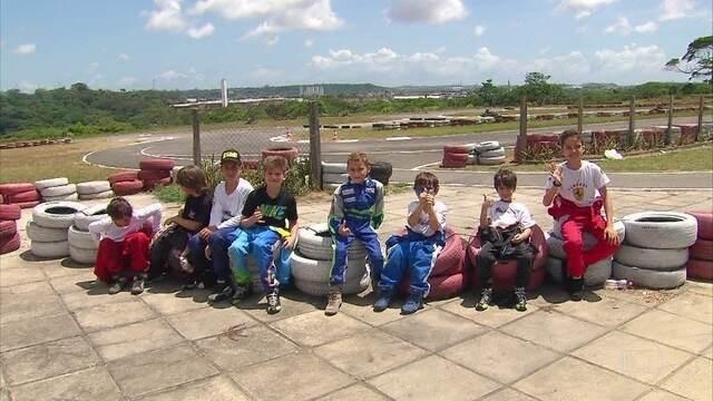 Corrida dos campeões, em Paulista, reúne crianças de 6 a 11 anos pilotando karts
