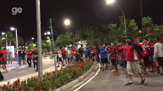 Flamenguistas promovem baderna em frente a hotel da delegação do Independiente no Rio