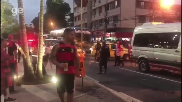 Confusão na chegada dos torcedores do Independiente no Maracanã